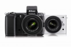 A Nikon D4 e Nikon 1 l'iF Product Design Award 2013