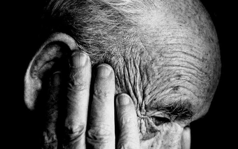 Alzheimer, studio shock: forse si può trasmettere con il sangue