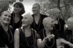 Cancro al seno, le amiche si rasano a zero per solidarietà