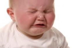 Bambina senza lacrime, malattia rara scoperta grazie al Web