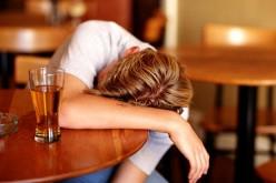 Allarme binge drinking: fa male anche al cuore