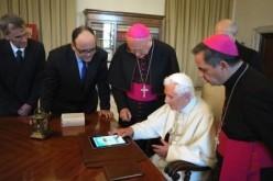Domande e reazioni degli utenti dopo i primi tweet del Papa