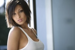 Facebook: Anna Tatangelo manda baci a Sara Tommasi, ma è un hacker