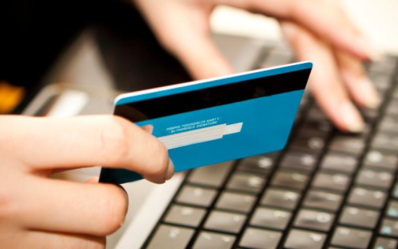 Carte di credito, boom di frodi online: ecco cosa fare per evitarlo