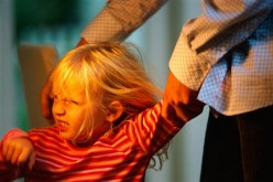 Genitori, difficoltà a gestire i capricci dei bimbi