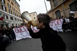 Google: studenti imbrattano la sede di Milano in difesa della privacy