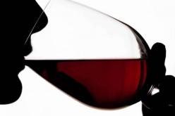 Vino rosso, un toccasana contro i danni del fumo