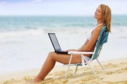 Italiani i più social in vacanza. Toglieteci la piscina ma non il Wi-Fi