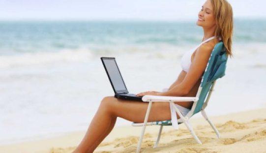 """Tecnologia per l'estate: ecco i """"must have"""" degli italiani in vacanza"""