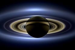 La sonda Cassini raccoglie in un'unica immagine la Terra e Saturno