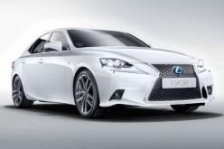 Lexus IS Hybrid risolve i problemi di traffico e parcheggio