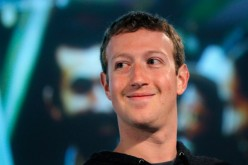 Mark Zuckerberg si riduce lo stipendio da due milioni a un dollaro