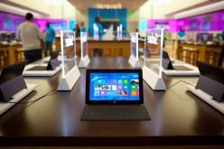 Mentre Apple perde quote di mercato Microsoft porta Surface Pro negli Store