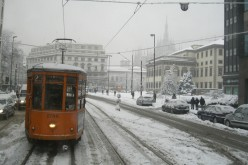 Milano sotto la neve: 81 km di coda e 6 ore di ritardo per attraversare la città