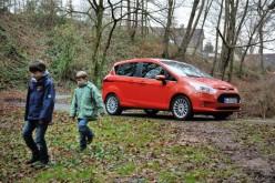 Nuova Ford B-MAX tra pappe, latte e fango: un'auto a prova di bambini
