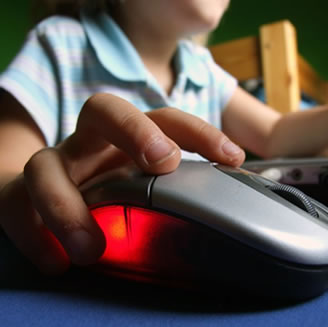 Come si proteggono i figli dai pericoli online?