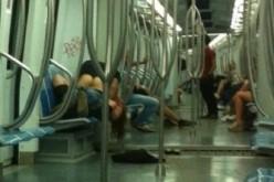 Roma: coppia fa sesso in metropolitana, la foto è virale su Facebook