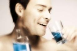 Tumori alla bocca, attenzione ai colluttori a base di alcol