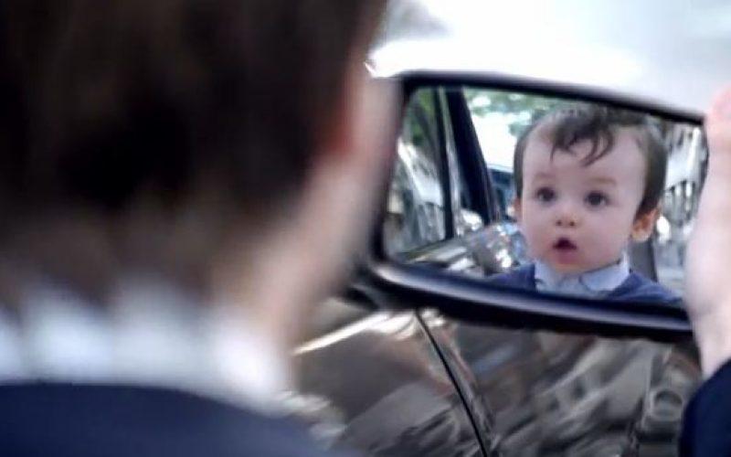 VIDEO. Ecco come guardarsi allo specchio e tornare bambini
