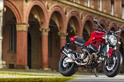 La nuova Ducati Monster 821 romba fra i colli bolognesi