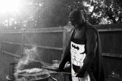 Batman triste su Twitter e il web si scatena