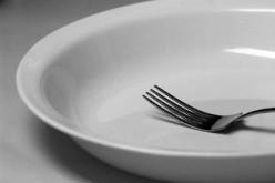 Dimagrire saltando i pasti? Sbagliato, fa venire la pancetta