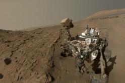 Selfie da Marte: Curiosity festeggia un anno sul pianeta rosso