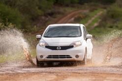 Nissan crea la vernice per auto che non si può sporcare