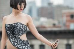 X.pose: il vestito che più sei social più ti spoglia