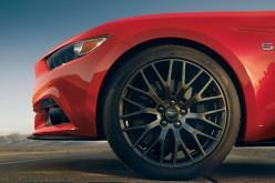 La nuova Mustang svela la sua potenza: 310 cavalli per l'EcoBoost 2.3 e 435 per il V8 5.0