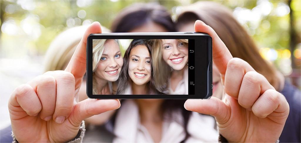 Selfie di gruppo - Samsung Galaxy Camera 2