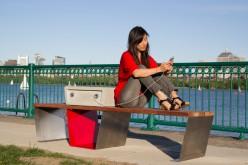 Soofas: a Boston lo smartphone lo ricarica la panchina