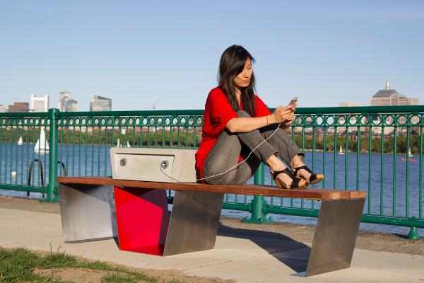 Soofas: panchina smart solare a Boston