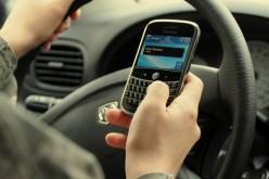 """Smartphone alla guida, basta un """"bip"""" per rischiare la vita"""
