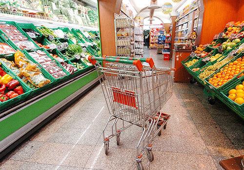 Consumi in calo e attenzione al risparmio: l'Italia torna a 10 anni fa