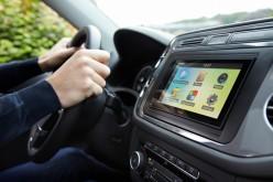 Parrot ASTEROID Smart & Tablet 2.3: controllo vocale avanzato e servizi potenziati