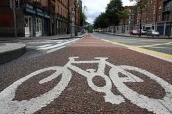 In auto al lavoro? Troppo stress: meglio la bici o i mezzi pubblici