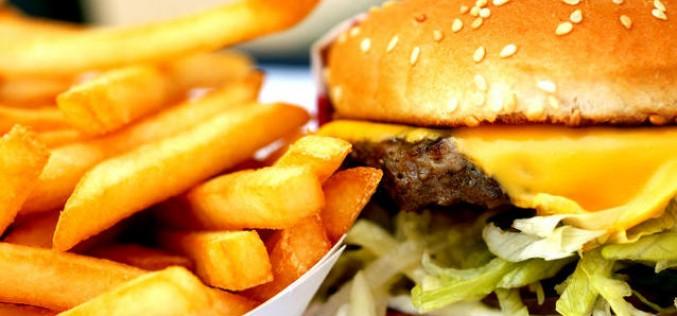 Fast food, il cibo spazzatura è come un'infezione per il corpo