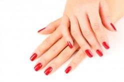 Problemi alle unghie? Attenzione a tacchi alti e smalti troppo aggressivi