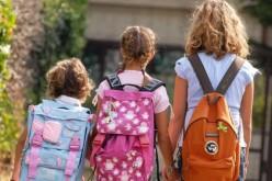 Scuola, dietrofront sugli zaini: non danneggiano la schiena