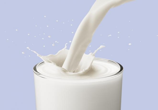 Un rimedio efficace contro l'insonnia? Bere un bicchiere di latte caldo prima di andare a letto