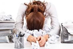 Stress e lavoro, le donne in carriera vivono meno