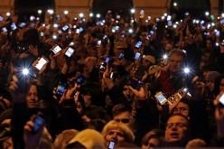 L'Ungheria scende in piazza contro la tassa su Internet