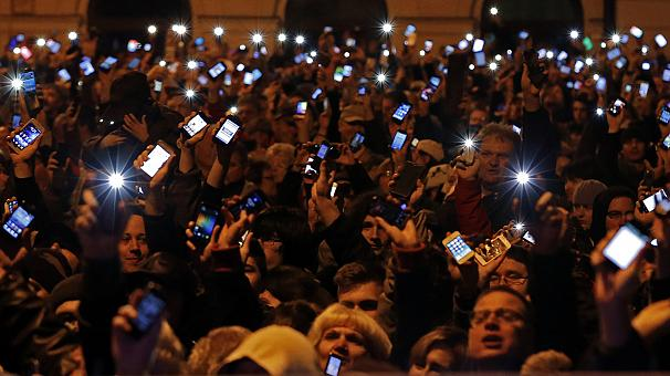 Proteste in Ungheria per la prima tassa su Internet