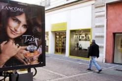 """Grenoble contro l'inquinamento """"visivo"""": alberi al posto di cartelloni pubblicitari"""