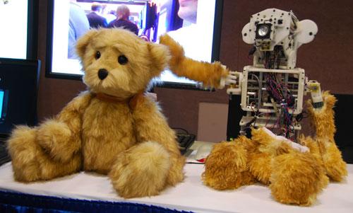 Pet therapy hi-tech, l'orsetto robot che cura i bambini