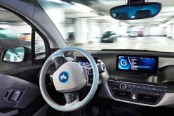 BMW: l'auto si parcheggia da sola con lo smartwatch