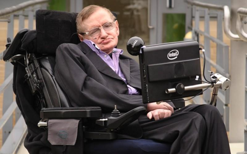"""L'ultima profezia di Hawking: """"Una razza di superuomini con DNA modificato ci porterà all'estinzione"""""""