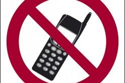 Cellulari durante la messa? A Napoli un parroco scherma la chiesa