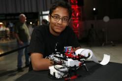 Tredicenne inventa una stampante Braille fatta di LEGO